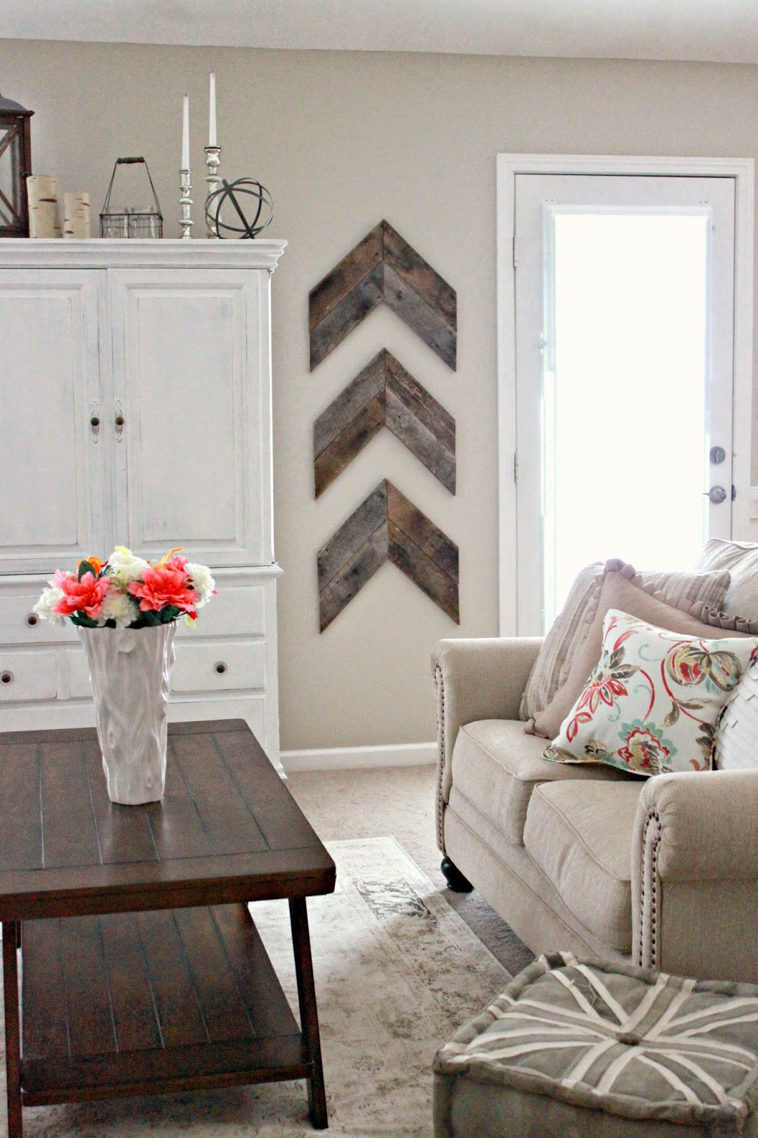 Diy Living Room Ideas  15 Striking Ways to Decorate with Arrows