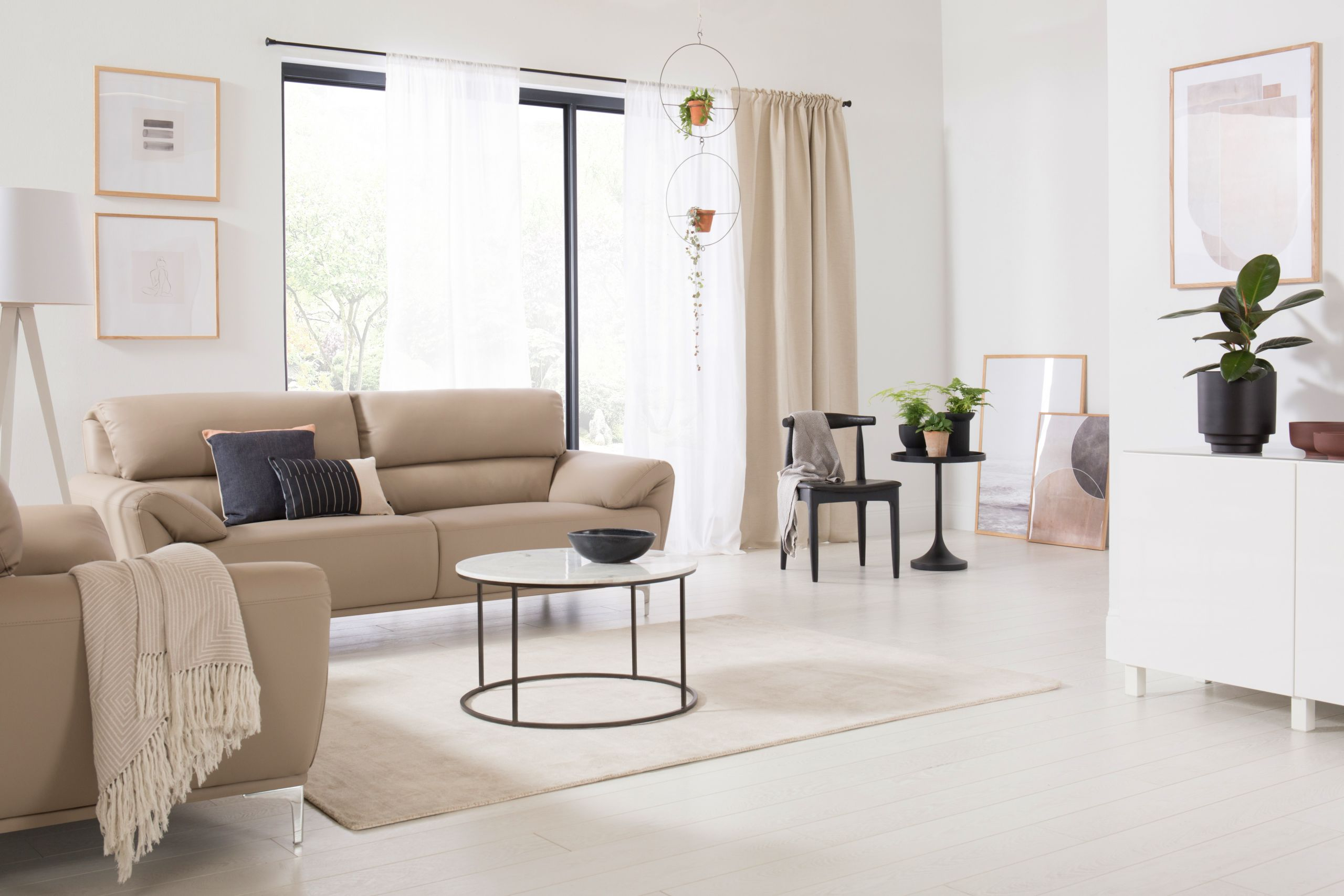 Minimalistic Living Room  of People Choose Minimalism as the Top Trend for
