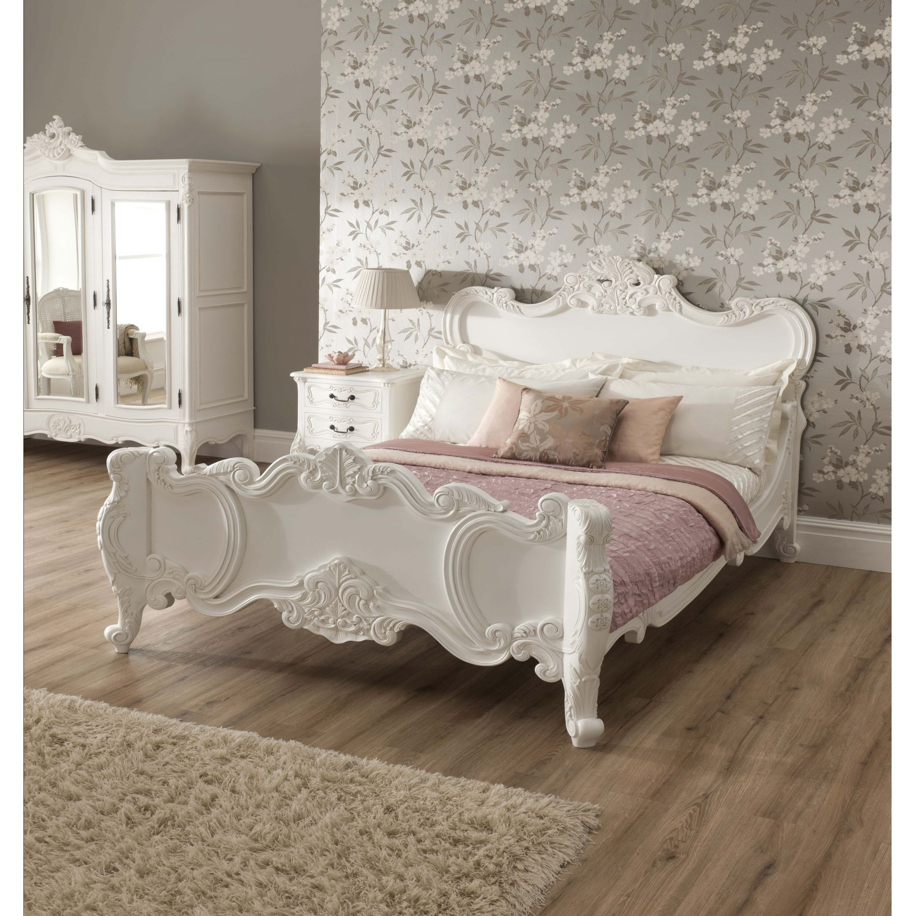 Shabby Chic Bedroom Chair  Vintage Your Room with 9 Shabby Chic Bedroom Furniture